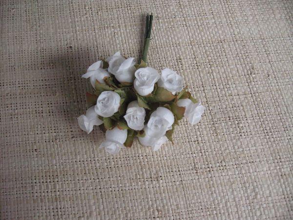 12 capullos rosas mini